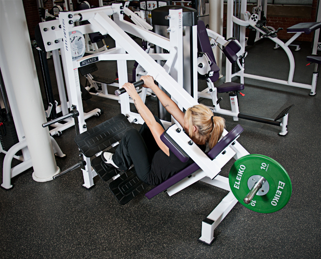 PICP instructor Mary-Pier Gaudet demonstrating bottom position pauses on the Atlantis Pendulum squat machine